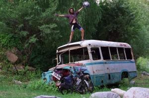 Depuis 7 ans, Olivier Peyre parcourt le monde avec son aile de parapente. Le vélo-vol, ou « fly n'roll » en anglais, c'est sa drogue !