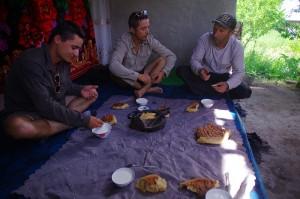 Païchambé nous instruit sur l'ismaélisme, une branche de l'Islam chiite, pratiquée par les habitants du Pamir